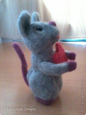 """С исколотыми пальцами, но вполне довольная, представляю моя первую """"валяшку"""" - мышь Сережка. фото 4"""
