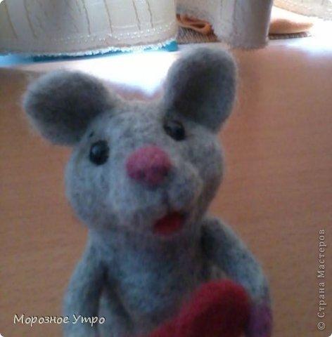 """С исколотыми пальцами, но вполне довольная, представляю моя первую """"валяшку"""" - мышь Сережка. фото 2"""
