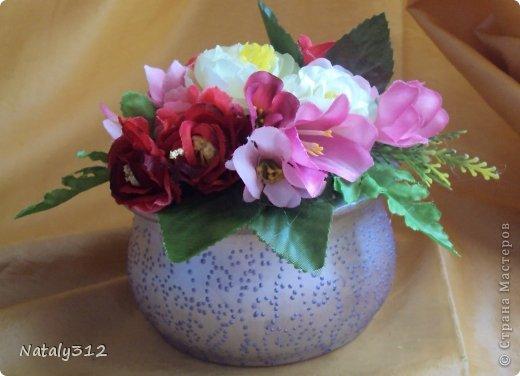 Липовые заготовки, искусственные цветы, краски (где акриловые, где аэрозольные), контуры или поталь (крошка). Вот и получились шкатулки для украшений - подарки на 8 Марта. фото 1