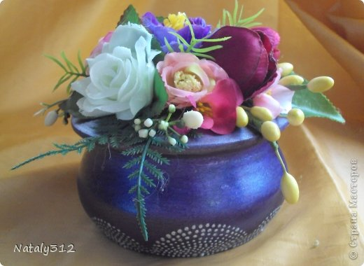 Липовые заготовки, искусственные цветы, краски (где акриловые, где аэрозольные), контуры или поталь (крошка). Вот и получились шкатулки для украшений - подарки на 8 Марта. фото 6