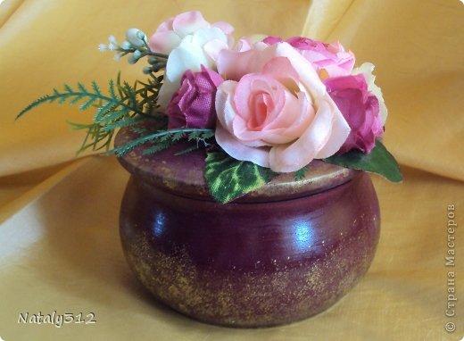 Липовые заготовки, искусственные цветы, краски (где акриловые, где аэрозольные), контуры или поталь (крошка). Вот и получились шкатулки для украшений - подарки на 8 Марта. фото 7