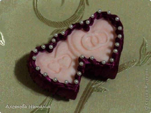 Здравствуйте, жители СМ. Сегодня в преддверии праздника дня Святого Валентина хочется показать вам мыло , которое я вырезала  по просьбе моей дочери. Сердца вырезаны из одного куска мыла DURU