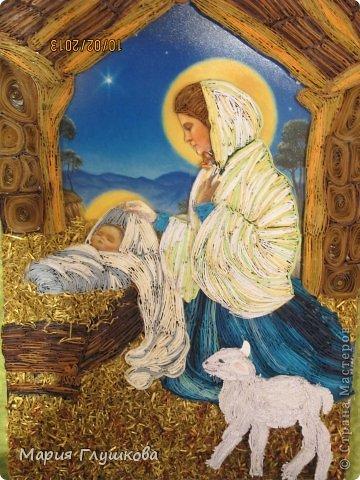 """Здравствуйте! Смотрели мы на мою картину """"Рождество"""", ну не хватает чего-то и все! Ну мне и первый вариант нравился, но родители настояли) Догадались, верхней части не хватает! И точно! Картина смотрится теперь более законченно. Все довольны)"""