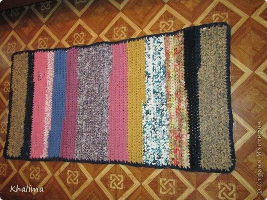 Видео вяжем коврики из старых вещей своими руками