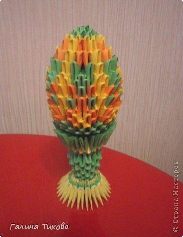 Для изготовления яйца вам потребуется: 132 зелёных, 120 жёлтых, 78 оранжевых модулей; на изготовление подставки-122 зелёных, 50 жёлтых модулей.