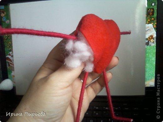 Увидела я на просторах Инета маленькое пластмассовое сердечко на длинных ножках в белых кедах......Несколько дней крутилась у меня в голове идея.И вот во что вылилась! фото 9
