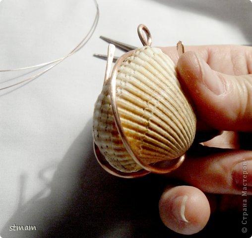 Будем делать кулон из ракушки и медной проволоки. Кулон в готовом виде. фото 10