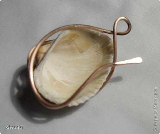 Будем делать кулон из ракушки и медной проволоки. Кулон в готовом виде. фото 12