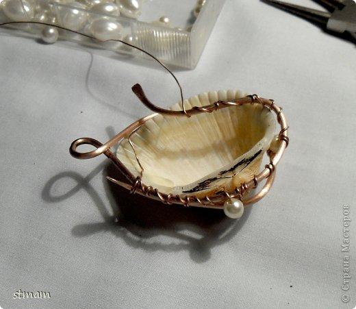 Будем делать кулон из ракушки и медной проволоки. Кулон в готовом виде. фото 18