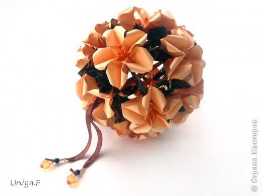 Привет друзьям!  Кусудама, про которую я решилась вам напомнить, была придумана год назад. И в силу определенных обстоятельств туториал на нее был размещен в All-origami. И, к большому сожалению, про кусудаму забыли. А она, честное слово, очень красивая. Ее можно сравнить с Монблосс и Азалией Татьяны Высочиной. Такая же цветочная и воздушная.  Поэтому, зная, что вы сейчас готовите весенние подарки, я решила выложить в СМ повторный МК. Буду рада, если он вам пригодится.  Name: Wild Rose Designer: Uniya Filonova Parts: 30 + 60 Paper: 6,5*6,5 + 8,5*8,5 Final height: 12 сm Assembled without glue.  модель принимала участие во флешмобе http://stranamasterov.ru/node/547199?tid=2168%2C850 фото 37