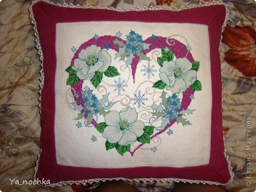 А вот моя первая серьезная вышивка, вышивала по журналу, долго и упорно, оформила подушку!!! По-моему хорошо получилось))))))))))))