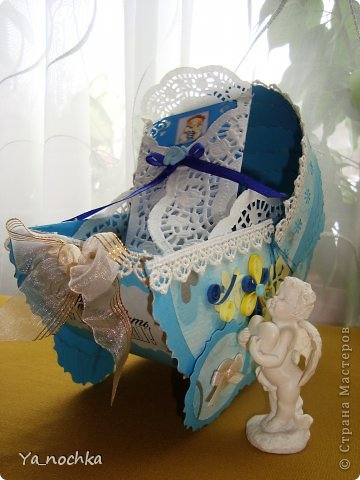 Вот такую подарочную колясочку я сделала для своего племянничка!!!Это моя первая колясочка)))))))))Малышу и его мамочке, думаю, понравилась)))))))