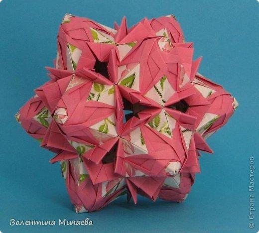 Кусудама Shalimar автор - Валентина Минаева (Valentina Minayeva) модули асимметричные, 60 штук соотношение 3,5 : 4 размер бумаги 5,0 х 6,0 см, итог - 10 см сборка с клеем (в пятерках модулей)  Инна, спасибо за название!  Вот здесь уже есть видео: http://www.youtube.com/watch?v=XCYXM-NuSUU&feature=youtu.be  фото 2