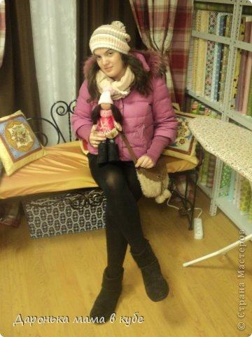 Большеголовая кукла для любимой подруги на день рождения!!!!Угги сшиты из настоящих человеческих валенок-ботинок, купленных специально для этого!Фото слабовато, но поверьте мне на слово угги вышли на славу!!))) фото 2