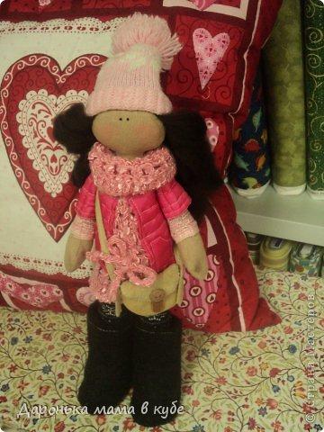 Большеголовая кукла для любимой подруги на день рождения!!!!Угги сшиты из настоящих человеческих валенок-ботинок, купленных специально для этого!Фото слабовато, но поверьте мне на слово угги вышли на славу!!))) фото 3