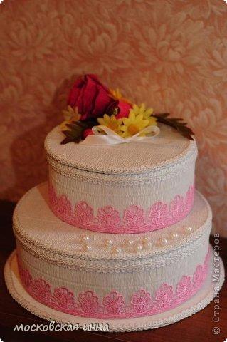 Вот такой тортик я сделала на день рождения своей мамули! В нем 2 кг конфет фирмы РОШЕН, ленты с конфетами съемные, внутри шкатулка!!! фото 5