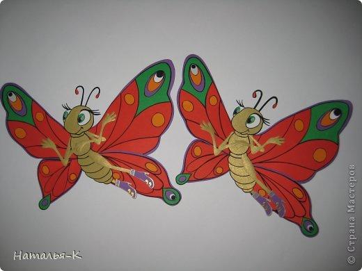 Продолжение...... серии поделок, которые уезжают на постоянное место жительства к внучке, к моей заказчице. Собираю их всех здесь   http://stranamasterov.ru/node/488600 Размер бабочки 20 х 20 см. Сделана из цветной бумаги плотностью 270 гр. (картон) фото 17