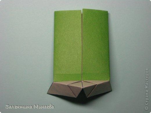 Кусудама Shalimar автор - Валентина Минаева (Valentina Minayeva) модули асимметричные, 60 штук соотношение 3,5 : 4 размер бумаги 5,0 х 6,0 см, итог - 10 см сборка с клеем (в пятерках модулей)  Инна, спасибо за название!  Вот здесь уже есть видео: http://www.youtube.com/watch?v=XCYXM-NuSUU&feature=youtu.be  фото 22