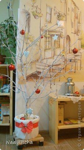 """Наше рождественское дерево, которое """"росло"""" и радовало нас на обновленной и расширенной кухне."""