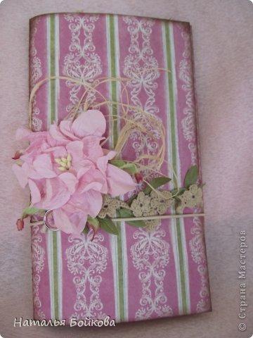 Здравствуйте, девочки! Такую открытку-миник решили мы сделать бабушке на 8 марта. МК по форме здесь http://stampomania-challenge.blogspot.ru/2011/10/lilavadi.html фото 5