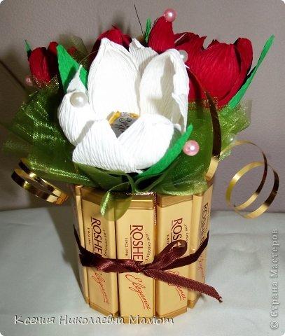 Подарок из конфет и гофрированной бумаги своими руками мастер класс