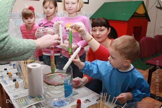 Технология марморирования - ее еще называют мраморирование, - достаточно новая техника декорирования для России. Такое странное название - из-за калькирования заграничных названий: по-немецки мрамор - der Marmor, по-испански - el marmor, по-английски - marble и так далее. Название непростое, интересная техника, а вот краски здесь простые - акриловые для марморирования. Высокоглянцевые жидкие эмалевые краски на основе алкидных смол и воды быстро сохнут, устойчивы к воздействию воды и истиранию. (текст взят на просторах интернета!) фото 11
