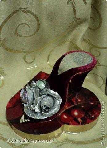 К 8 марта мои ученицы попросили придумать оригинальный подарок для мам. Я решила попробовать сделать вот такую сладкую туфельку. Девчонкам она понравилась. Теперь у меня целый цех по изготовлению такой обуви. То что у них получится выставлю попозже. Спасибо за МК Юлии Лалаян.