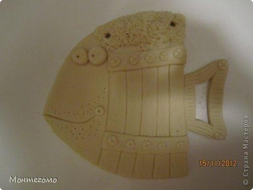 Ола-ла! ))))) Всем здрасти! ))))))) Вот и у меня теперь есть рыба - кружка, я ее сделала в подарок хорошему человеку, у которого живет мой скотч-терьер, он же чесночная собака ))))))))) http://stranamasterov.ru/node/375722 он вот тут, если интересно (скотч-терьер тут, а не друг))))))) Вот такая изумительная (сама скромность, я знаю) рыба у меня получилась! )))))) Меня прямо прет от нее, чессслово ))))))))) Понятное дело, что сама бы я до такой красотищщщи не додумалась бы!!! Сделала я рыбу как и половина жителей нашей Страны - по фотке Виши http://stranamasterov.ru/node/102722 вот в этом ее посте (там ее рыбка скромняшечка притаилась среди обалденских котов, но мы ее все равно там увидели)))))))))) Сразу скажу пока помню - мне больше, намного больше - нравится как рыбу раскрасила Виша, но я так не умею, да и компа с инетом под рукой не было, красила по памяти примерно как-то так.... А теперь та-дам! Опять много-много фоток... Я не только графоман, я фотоман )))))))))) фото 2