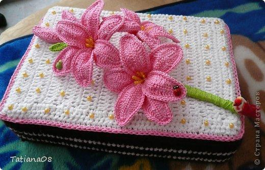 Вязание крючком - Тортик-шкатулка с лилиями.