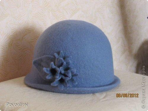 Люблю яркие и сочные цвета, но шляпки для улицы (по моему мнению) должны быть умеренными и по цвету, и по декору. Эта детская шляпка на самом деле имеет приятный коралловый цвет. фото 6