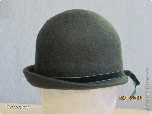 Люблю яркие и сочные цвета, но шляпки для улицы (по моему мнению) должны быть умеренными и по цвету, и по декору. Эта детская шляпка на самом деле имеет приятный коралловый цвет. фото 7