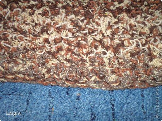 Такой коврик лежит у доци под рабочим столом.Размер 90х90. фото 9