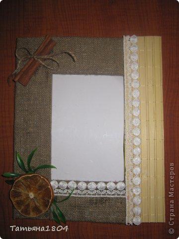 Хочу показать мои новые рамочки для фотографий.  Первые 3 рамочки изготовлены полностью мной. Основа - пластик ПВХ, кармашек для фото выполнен из материала ПЭТ (того, из которого делают кармашки на стендах). Ну и декор не буду перечислять. Вроде бы все понятно! фото 2
