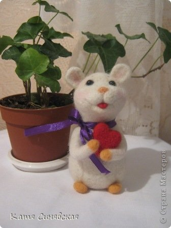 Прошу любить и жаловать - моя вторая валяная игрушка мышка.Малыш свалн по МК Елены Смирновой.Вроде получилось не очень плохо,а вам как? фото 2
