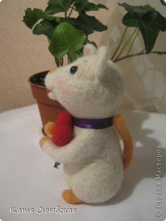 Прошу любить и жаловать - моя вторая валяная игрушка мышка.Малыш свалн по МК Елены Смирновой.Вроде получилось не очень плохо,а вам как? фото 5