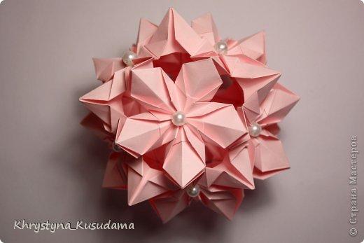 Флорамия (Floramia by Ekaterina Lukasheva) - моя давняя хотелка. легко разгадалась после цветочков Томоко Фусе http://www.origami-instructions.com/origami-modular-5-petal-flower.html они у меня вот здесь https://stranamasterov.ru/node/533650 фото 2