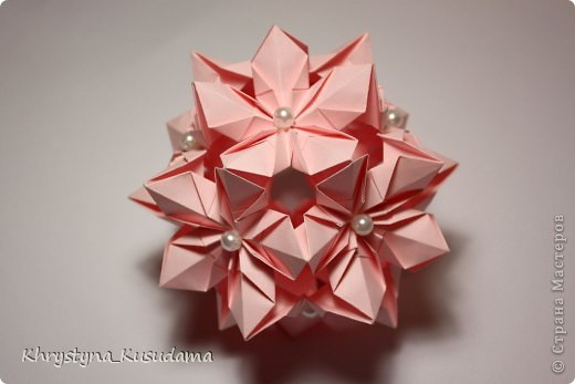 Флорамия (Floramia by Ekaterina Lukasheva) - моя давняя хотелка. легко разгадалась после цветочков Томоко Фусе http://www.origami-instructions.com/origami-modular-5-petal-flower.html они у меня вот здесь https://stranamasterov.ru/node/533650 фото 3
