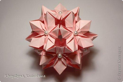 Флорамия (Floramia by Ekaterina Lukasheva) - моя давняя хотелка. легко разгадалась после цветочков Томоко Фусе http://www.origami-instructions.com/origami-modular-5-petal-flower.html они у меня вот здесь https://stranamasterov.ru/node/533650 фото 5