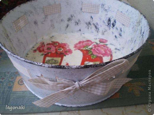 Здравствуйте дорогие жители СМ!!!Обычная жестяная посудина.Думаю будет для фруктов.Увидела когда-то Мастер-класс в передаче о переделке квартиры.Понравилось мне, губкой для тефлона ,делать узор. фото 2