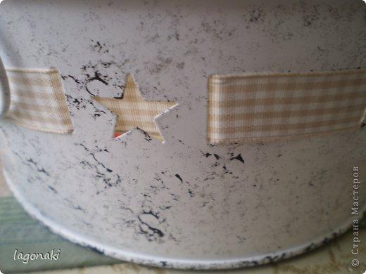Здравствуйте дорогие жители СМ!!!Обычная жестяная посудина.Думаю будет для фруктов.Увидела когда-то Мастер-класс в передаче о переделке квартиры.Понравилось мне, губкой для тефлона ,делать узор. фото 3