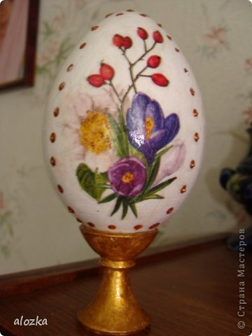 И снова я !! Насмотрелась в интернете на пасхальные яйца и решила себе  тоже такое яйцо сделать !!!