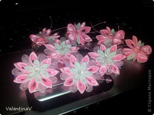 Доброго времени суток! Заказик заколочек бело-розовых) 4 цветочка и 4 бабочки.  Цветочки 3,5 см, бабочки 3см). Всем приятного просмотра! фото 2