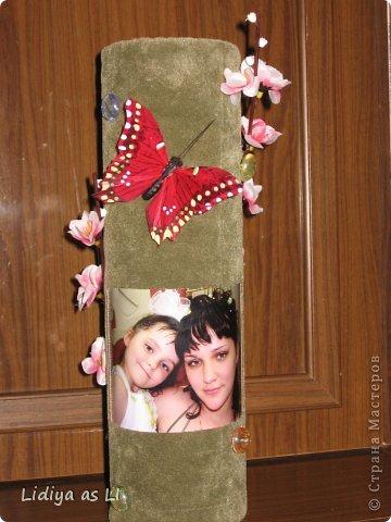 На День Рождения подруги (у нее тоже 2 деток) сделала вот такую декор-вазу. Использовала ткань, картонный тубус (обычно на такие накручивают линолиум, ковролин и прочее), веточку вишни, стеклянный декор, бабочка и конечно же фото любимых деток. фото 1