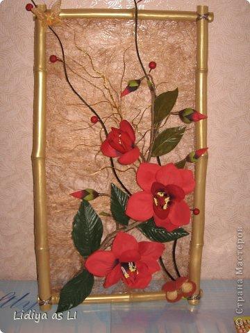 Это панно попросили сделать на юбилей женщины. Использовала бамбук - покрасила золотой краской, сезаль, искуственные цветы и декор. фото 1