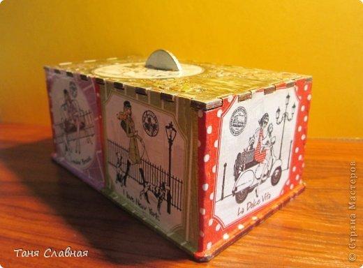 Вообще-то, назвать шкатулкой эту коробочку - слишком громко, это именно коробочка, куда можно убрать, например, зарядку для телефона, наушники, или, на худой конец, деревянную бижутерию.  Впрочем, юная девушка, для которой я сделала этот набор, сама придумает, как использовать эту коробочку-шкатулку. (16,5 см. * 10 см. * 8 см.) фото 9