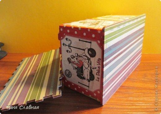 Вообще-то, назвать шкатулкой эту коробочку - слишком громко, это именно коробочка, куда можно убрать, например, зарядку для телефона, наушники, или, на худой конец, деревянную бижутерию.  Впрочем, юная девушка, для которой я сделала этот набор, сама придумает, как использовать эту коробочку-шкатулку. (16,5 см. * 10 см. * 8 см.) фото 7