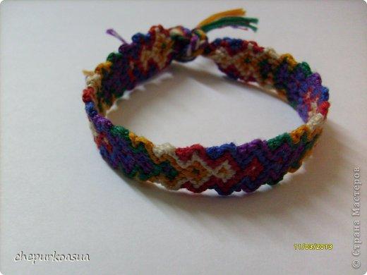 Я давно хотела попробовать себя в плетении фенечек. И наконец выбрала схему, села плести. фото 2