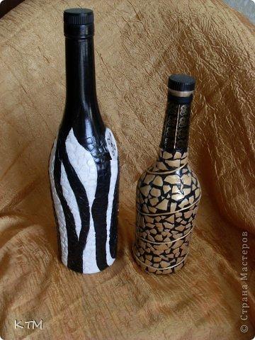 Бутылки обклеены яичной скорлупой ,предварительно окрашенной. фото 1