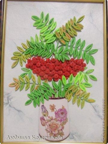 Уважаемые мастерицы,  представляю свою  картину с ещё одной гроздью, теперь рябиновой. Очень много веточек рябины на просторах сайта, но я увидела её такой.  фото 1