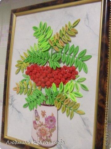 Уважаемые мастерицы,  представляю свою  картину с ещё одной гроздью, теперь рябиновой. Очень много веточек рябины на просторах сайта, но я увидела её такой.  фото 4